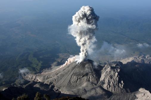 Active Volcano「January 3, 2009 - Santiaguito ash eruption, Guatemala.」:スマホ壁紙(6)