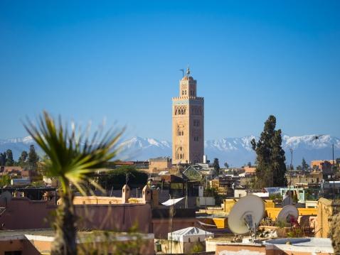 アトラス山脈「Morocco, Marrakech, Koutoubia Mosque with Atlas mountains in background」:スマホ壁紙(6)