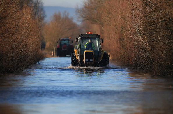 Tractor「Sun Rises As Somerset Levels Recovers From Recent Flooding」:写真・画像(15)[壁紙.com]