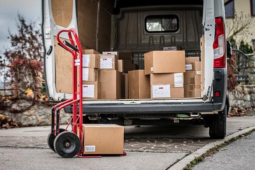 Van - Vehicle「Parcels in delivery van」:スマホ壁紙(6)