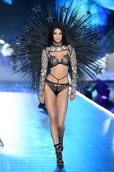Catwalk - Stage「2018 Victoria's Secret Fashion Show in New York - Runway」:写真・画像(1)[壁紙.com]