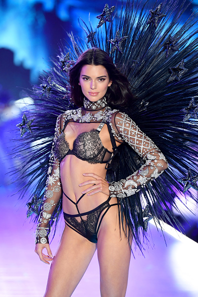 Victoria's Secret Fashion Show「2018 Victoria's Secret Fashion Show in New York - Runway」:写真・画像(17)[壁紙.com]