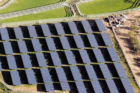 Solar Energy「Solar farm, Simi Valley, California, USA, aerial view」:写真・画像(7)[壁紙.com]
