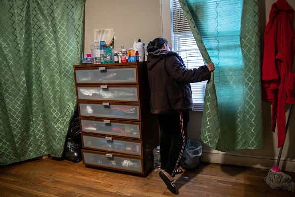 Residential Building「Sick Immigrants Isolate At Home During Recovery From Suspected COVID-19 Cases」:写真・画像(9)[壁紙.com]