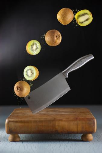 Cutting「Slicing Kiwis」:スマホ壁紙(17)