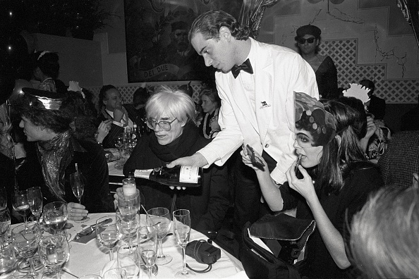 Pouring「Andy Warhol's Last New Year's Eve」:写真・画像(9)[壁紙.com]