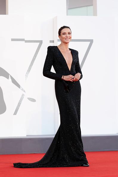 "Venice International Film Festival「""The World To Come"" Red Carpet - The 77th Venice Film Festival」:写真・画像(7)[壁紙.com]"