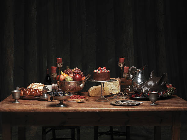 Table set with large meal feast:スマホ壁紙(壁紙.com)