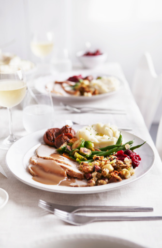 Wineglass「Table set with turkey meal and white wine」:スマホ壁紙(15)