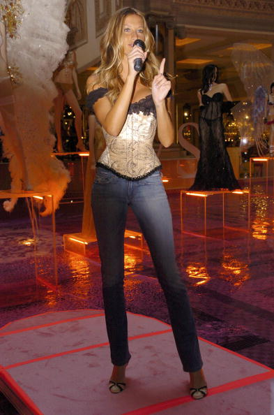 Salad「Gisele Bundchen Presents The Victoria's Secret Fashion Show Exhibit : Ten Years of Sexy」:写真・画像(7)[壁紙.com]