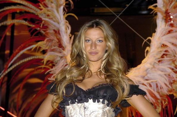Salad「Gisele Bundchen Presents The Victoria's Secret Fashion Show Exhibit : Ten Years of Sexy」:写真・画像(12)[壁紙.com]