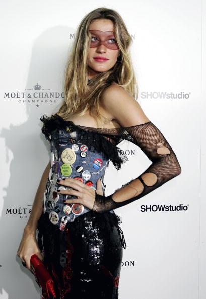 Strapless Dress「Moet and Chandon Fashion Tribute」:写真・画像(4)[壁紙.com]
