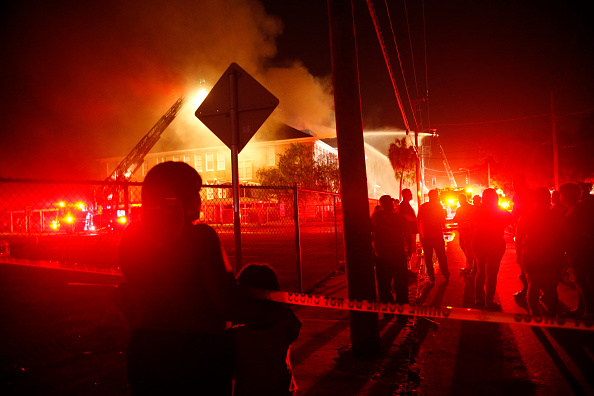 Tampa「Fire Burns at Lee Elementary School of Tech in East Tampa」:写真・画像(8)[壁紙.com]