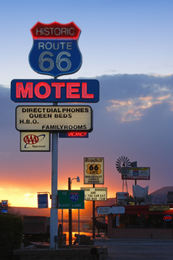 Motel「USA,  Arizona, Route 66, Seligman, Motel Neon Sign, sunset」:スマホ壁紙(14)