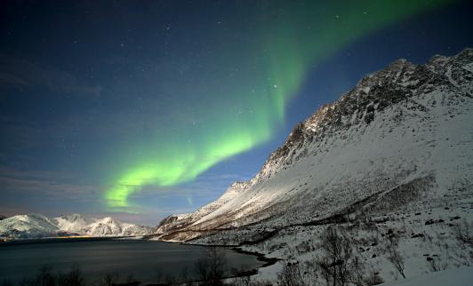 Aurora Polaris「Moonlit mountains and Aurora Borealis.」:スマホ壁紙(16)