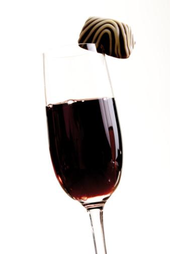 Praline「Glass of port wine and a praline」:スマホ壁紙(18)