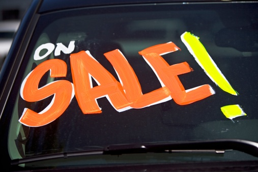 Sale「Car with On Sale on windshield」:スマホ壁紙(4)