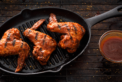 Chicken Wing「Barbecue grilled chicken wings in a griddle」:スマホ壁紙(9)