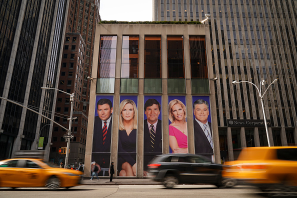 Traffic「Protestors Call On Advertisers To Pull Their Ads From Fox News」:写真・画像(8)[壁紙.com]