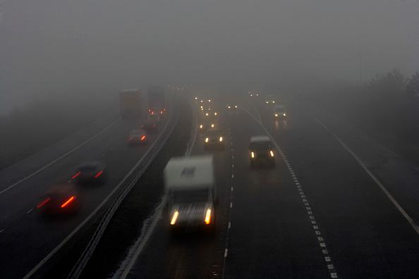 Blurred Motion「Traffic on motorway with bad visibility, rain and fog, United Kingdom」:写真・画像(17)[壁紙.com]
