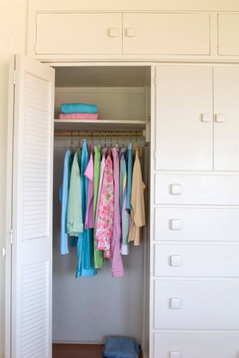 Sweater「Bedroom Closet, Home Interior, Organized Women's Spring Clothing」:スマホ壁紙(18)