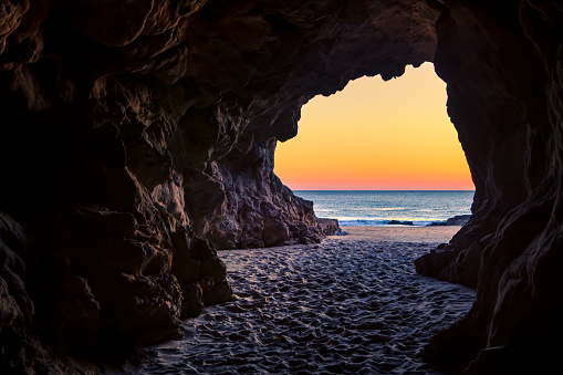 Cave「Looking out of a beach cave at sunset, Leo Carillo State Beach, California」:スマホ壁紙(2)