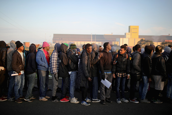 Calais「Migrants Leave The Jungle Refugee Camp In Calais」:写真・画像(4)[壁紙.com]
