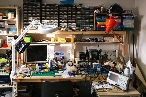 Engineer「Desk of a computer engineer」:スマホ壁紙(7)