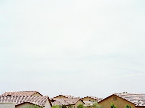 Conformity「Rooftops in suburban neighborhood, close-up」:スマホ壁紙(0)