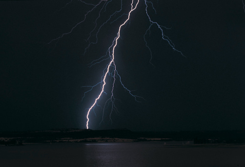 Forked Lightning「Bolt of lightning in a midnight sky, South Africa」:スマホ壁紙(7)