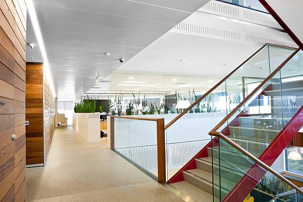 Brightly lit modern office space:スマホ壁紙(壁紙.com)