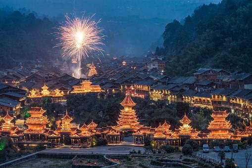 花火「田舎の村で中国の新年のお祝い」:スマホ壁紙(2)