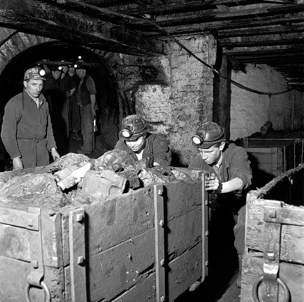 Industry「Pushing Loads Of Coal」:写真・画像(7)[壁紙.com]