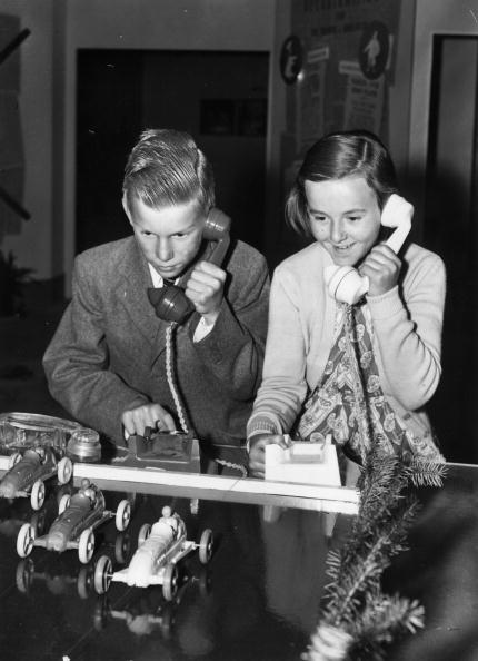 Monty Fresco「Telephone Race」:写真・画像(11)[壁紙.com]