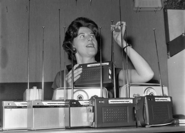 Radio「Inspecting Aerials」:写真・画像(8)[壁紙.com]