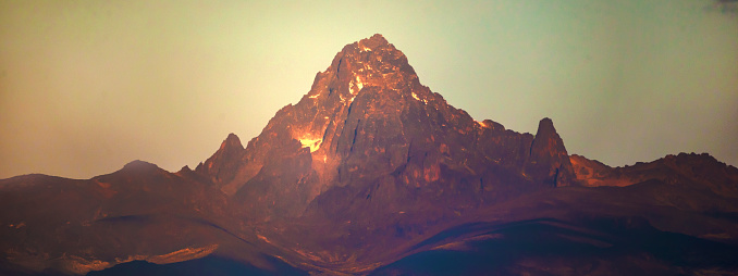 ケニア山「Mount Kenya as viewed from Ol Pejeta, Laikipia」:スマホ壁紙(15)