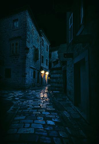 Ghost Town「Light in a Dark Alley, Kotor, Montenegro」:スマホ壁紙(6)