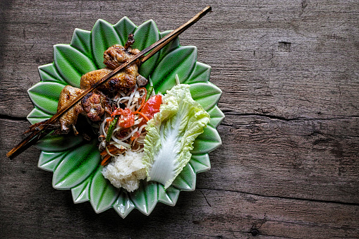 Chicken Wing「Som Tam Tai, a popular and favourite Thai food dish made of young sliced papaya, chili, tomatoes, palm sugar and dried shrimp, served with grilled chicken wings and sticky rice.」:スマホ壁紙(8)