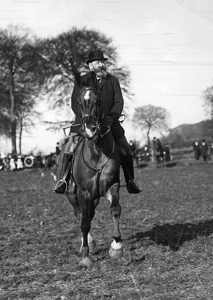 Horseback Riding「Lionel Rothschild」:写真・画像(18)[壁紙.com]