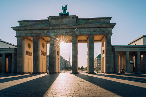 Horse「sunset  view to Brandenburg Gate -  Berlin, Germany」:スマホ壁紙(15)