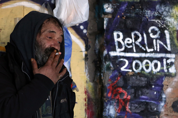 Squatting Position「Homeless Roma Face Eviction From Former Factory」:写真・画像(6)[壁紙.com]