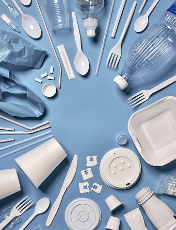 Environmental Cleanup「Single-use plastic objects arranged around an empty circle.」:スマホ壁紙(7)