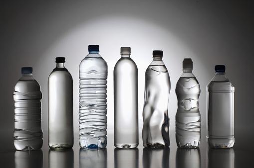Gray Background「Bottled Water」:スマホ壁紙(11)