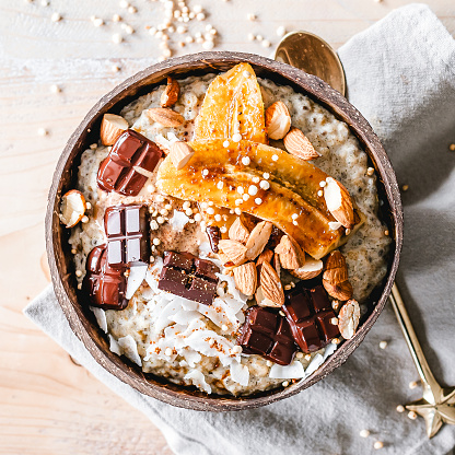 Nut - Food「Oatmeal bowl topped with caramelized banana, almonds and chocolate」:スマホ壁紙(3)