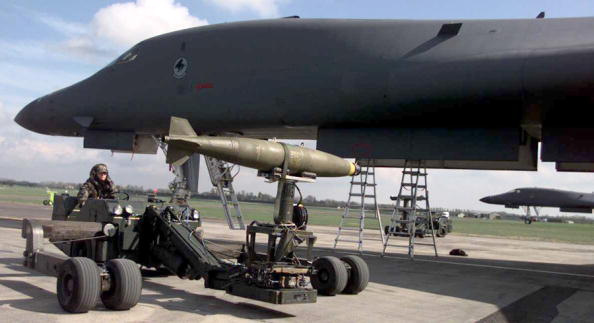 Loading「Weapons Loader Transports A Bomb For Loading On A B1 Bomber April 4 1999 Personnel From The 2Nd」:写真・画像(15)[壁紙.com]
