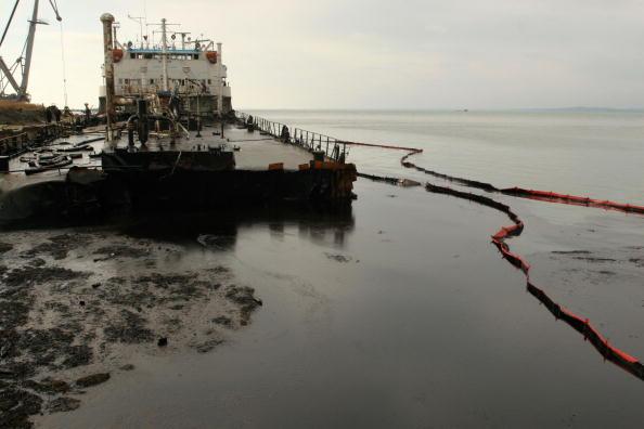 Spilling「Oil Spillage Threatens Wildlfie In Black Sea」:写真・画像(1)[壁紙.com]