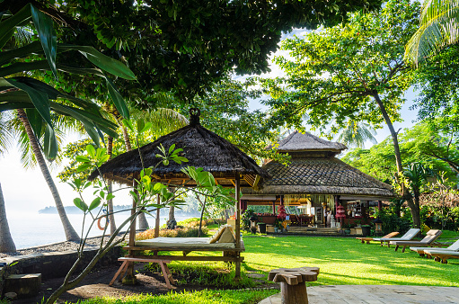 Bungalow「Bali Indonesia - Resort with beautiful bungalow,  ocean view and palms in village Tejakula」:スマホ壁紙(13)