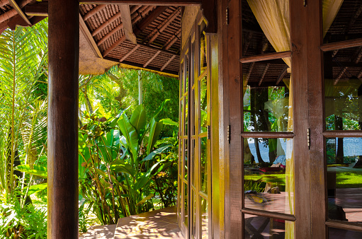 Bungalow「Bali Indonesia - Resort with beautiful bungalow,  ocean view and palms in village Tejakula」:スマホ壁紙(12)