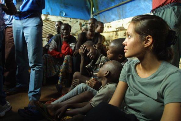 アンジェリーナ・ジョリー「Angolans Return Home」:写真・画像(5)[壁紙.com]