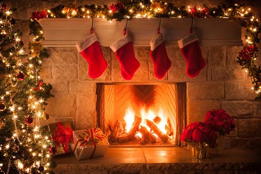 Religious Celebration「Christmas stockings, fireplace, tree, and decorations」:スマホ壁紙(9)